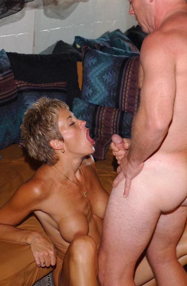 Amateur mom tits